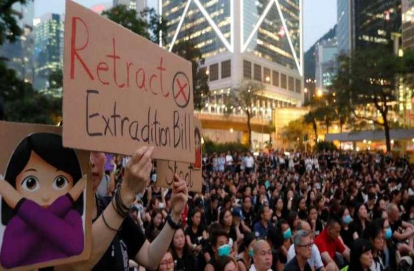हांगकांग: लोकतंत्र समर्थकों ने निकाला मार्च, पुलिस ने आंसू गैस के गोले छोड़े