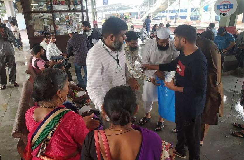 VAPI NEWS: वापी की जमीयते उलेमा हिन्द बनी रेल यात्रियों की मददगार