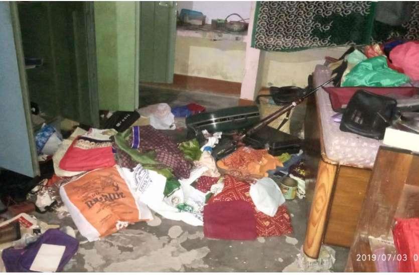 एक रात में तीन घरों में चोरी, सोते रहे परिवारीजन और लाखों का माल हो गया पार, देखें वीडियो