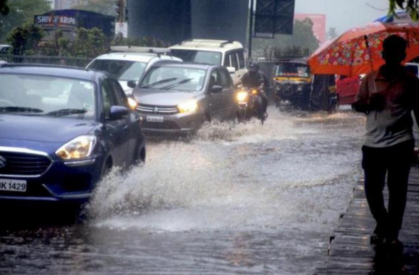 मुंबई की बारिश से दो लोगों की मौत, बारिश के दौरान अगर आप भी कार में फंस जाएं तो ऐसे बचा सकते हैं जान