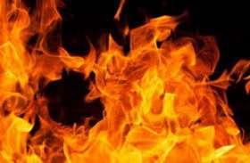 सामान से लदी ट्रक में हाइवे पर लगी भीषण आग, जला लाखों का माल