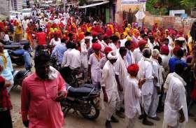 धार्मिक कार्यक्रम: श्रद्धालुओं ने किया नगरकीर्तन में नृत्य