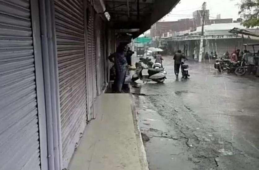 चोरी व लूटपाट के विरोध में बूंदी के बाजार दोपहर तक रहे बंद