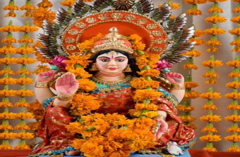 इन बातों पर रखें ध्यान, मां लक्ष्मी की कृपा से होगी धन की वर्षा