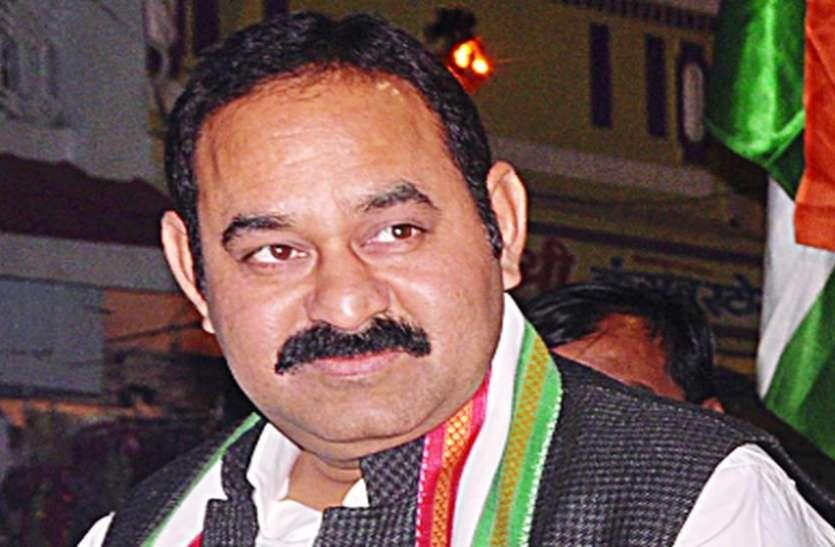 पूर्व विधायक को 'गॉड फादर' का मैसेज - जिंदा रहना चाहते हो तो भेजो 50 लाख रुपए