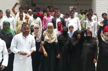 Video: सपा सांसद आजम खान के खिलाफ मुस्लिम महिलाओं ने खोला मोर्चा, जानिए क्यों