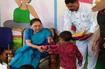 राज्यपाल ने बच्चों से सुनी कविताएं, किया पौधा-रोपण
