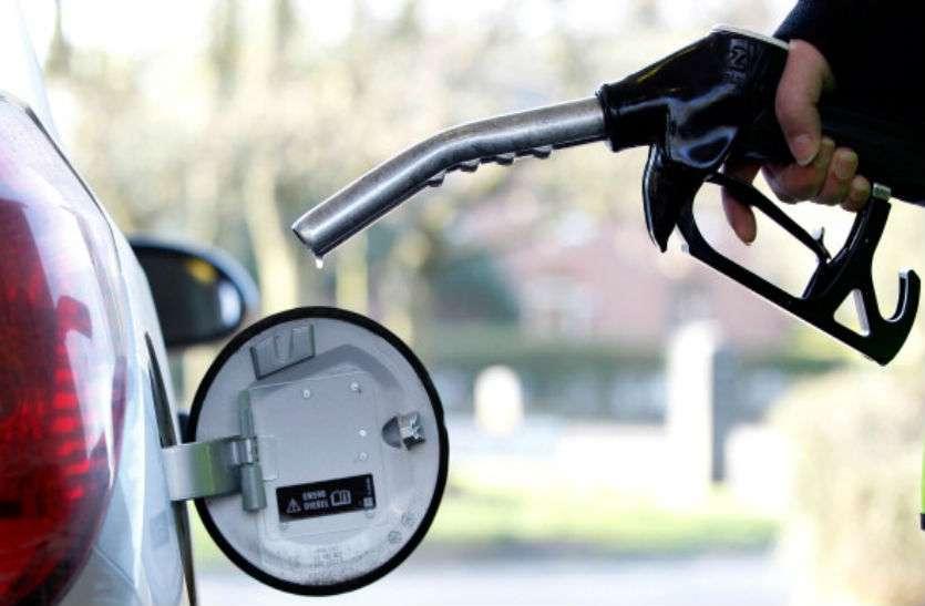 दिन में किया पेट्रोल-डीजल के दामों में वृद्धि का विरोध, रात में कमलनाथ सरकार ने भी बढ़ा दिए दाम; पेट्रोल की कीमत 78 रुपए