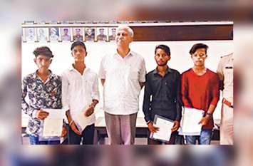 ये हैं असली सुपर हीरो: इन चार किशोरों ने मासूम को दरिंदगी से बचाया, आरोपी को पकड़ किया पुलिस के हवाले
