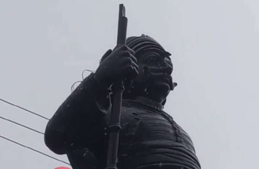 महाराणा प्रताप की प्रतिमा का भाला तोड़ा, करणी सेना के कार्यकर्ताओं ने जताया आक्रोश