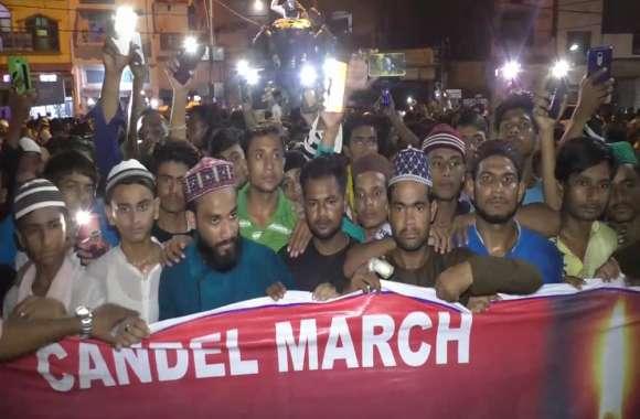 रोध में महोबा का मुसलमान सड़को पर उतरा, केंडिल मार्च निकाल कर उठाई इंसाफ की मांग