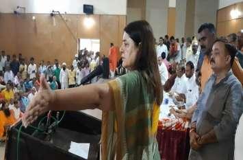 दो दिवसीय सुलतानपुर दौरे पर पहुंचीं मेनका गांधी, कही यह बड़ी बात