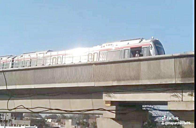 Ahmedabad news: मेट्रो ट्रेन चार घंटे रही ठप