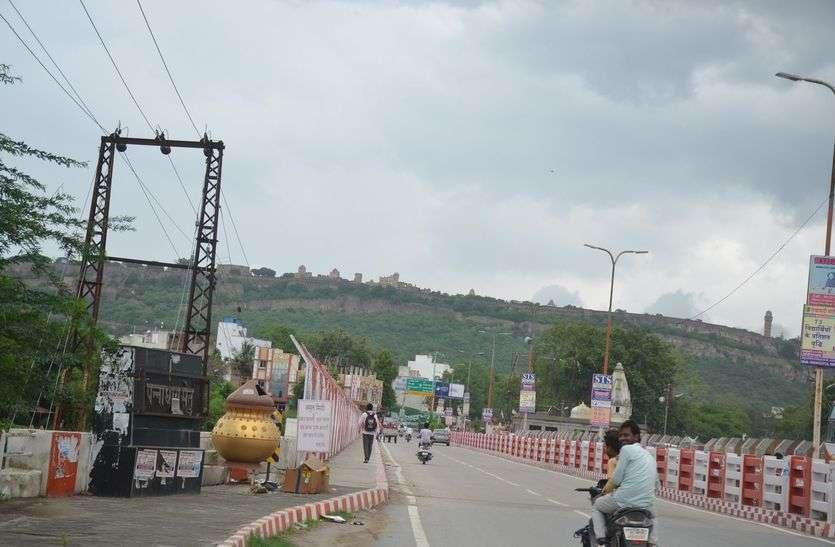 गांवों में मेघों ने गाया मल्हार, शहर में रहा इंतजार