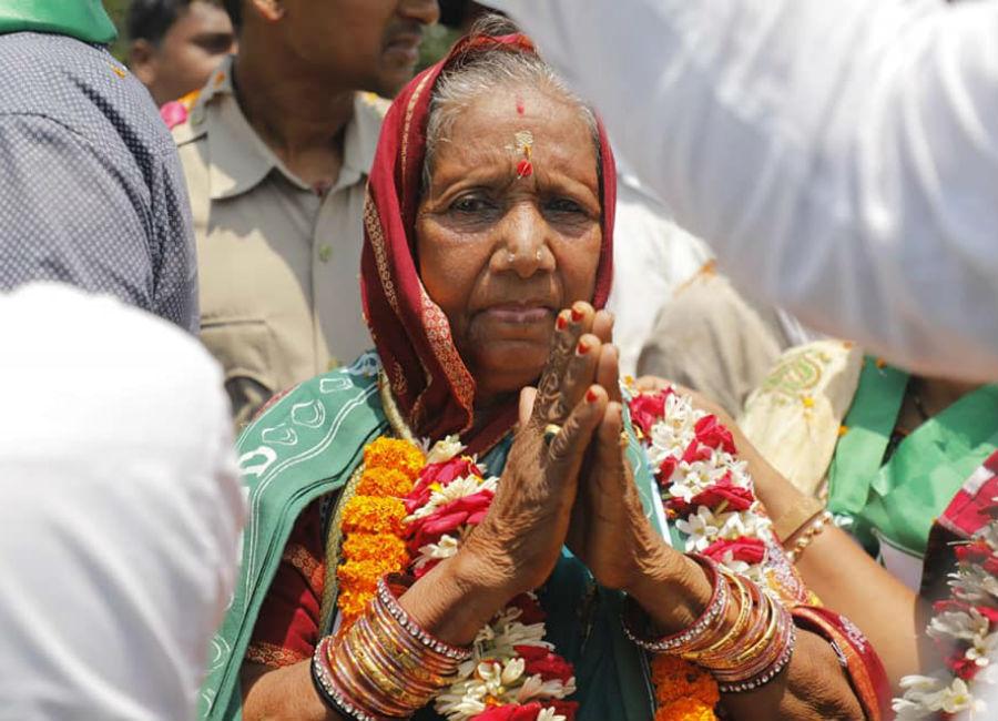ये हैं 70 साल की प्रमिला बिसोई, ऐसे तय किया आंगनवाड़ी कर्मी से संसद तक का सफर