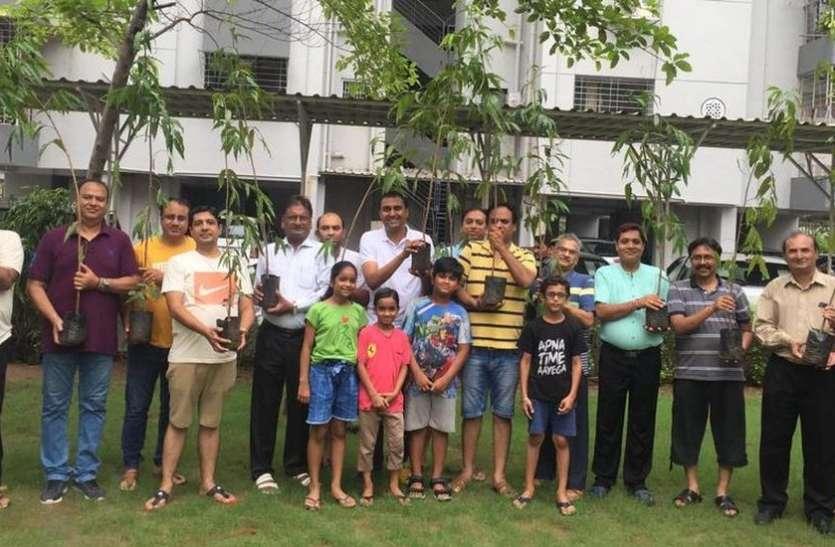 SURAT NEWS:आवासीय सोसायटी में पौधारोपण से हरित प्रदेश अभियान शुरू