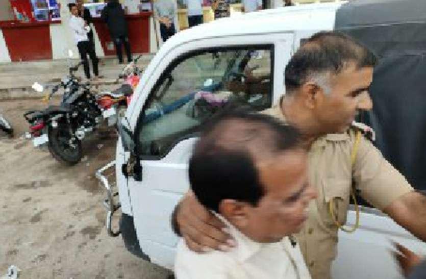 बड़ी कार्रवाई: सीआई बदलते ही शराबियों पर गिरी गाज, पुलिस ने ठेकों पर मारे छापे, अंदर जाम छलका रहे 45 लोगों को दबौचा