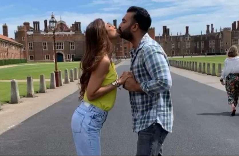 शिल्पा शेट्टी और राजकुंद्रा का किस वीडियो हुआ वायरल, देखकर परेशान हुए बॉलीवुड सेलेब्स