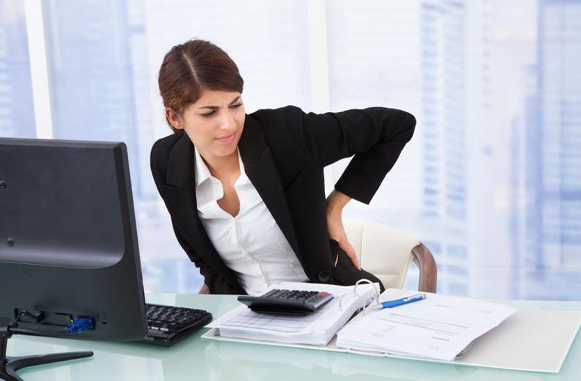 ऑफिस में लंबे समय तक बैठने से हुई हाथ-गर्दन की अकड़न दूर करेंगे ये आसन