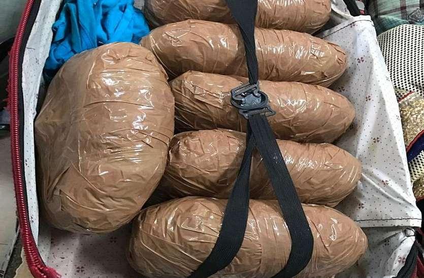 Surat News पुरी-अहमदाबाद एक्सप्रेस से 6 किलो गांजा पकड़ा