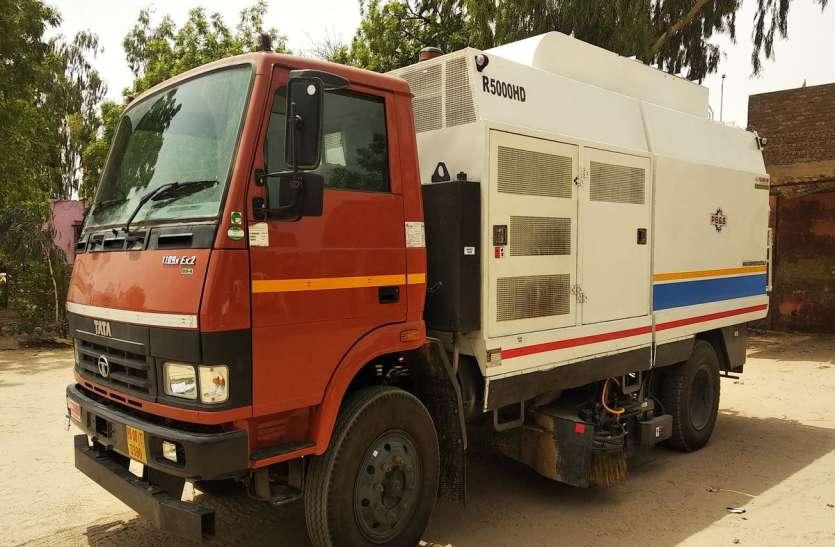 बीकानेर में सड़कों की सफाई के लिए आई मशीन, करेंगी 80 सफाई कर्मचारियों का काम