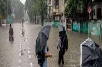 छतरी की आड़ रही नाकाम, मौत ने लपक लिया, परिजनों को भरी बरसात मेंं करना पड़ा प्रदर्शन.