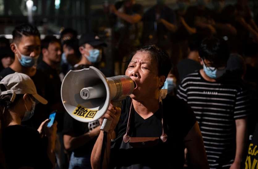 हांगकांग: शांत नहीं हुआ लोगों का गुस्सा, पुलिस के साथ संघर्ष के बाद 6 लोग हिरासत में