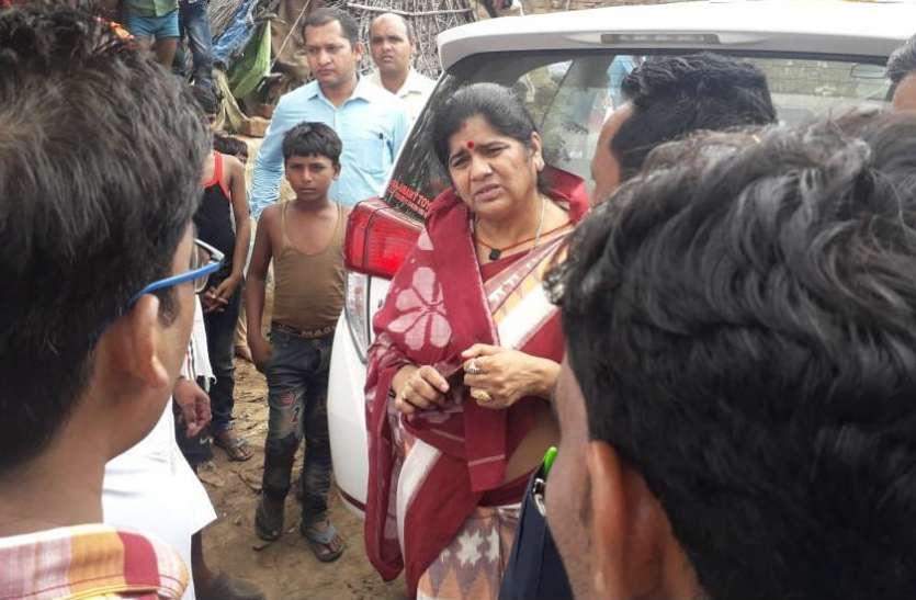 बैरंग लौट गईं मंत्री साहिबा! मंत्री इमरती देवी ने दिखाई धौंस तो डॉक्टर बोला- चाचा मेरे विधायक हैं