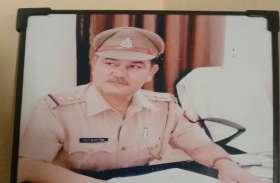 डिवाइडर से टकराई कार, यूपी पुलिस के इंस्पेक्टर अरुण कुमार की मौत, दाे सिपाही घायल