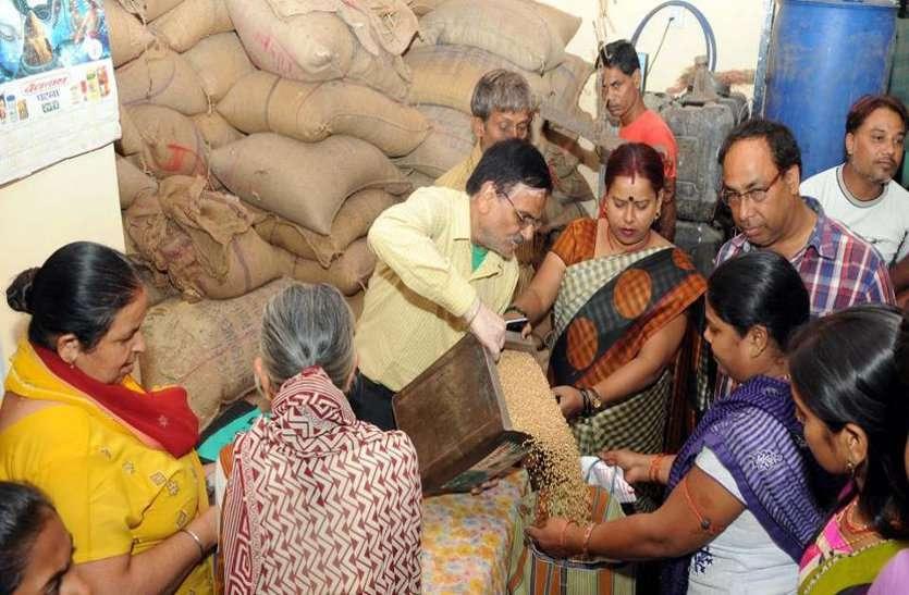 राशनकार्ड धारकों को बड़ा झटका, कम कीमत पर चावल मिलना हुआ मुश्किल, जानिए वजह