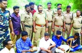 दोमुंहे सांप के साथ पांच गिरफ्तार