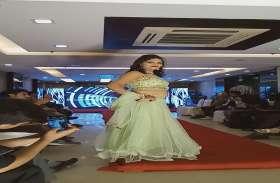 UP Police की सिपाही ने रैंप पर ऐसा जलवा बिखेरा कि सब मॉडल रह गईं पीछे, बनी मिसेज भारत