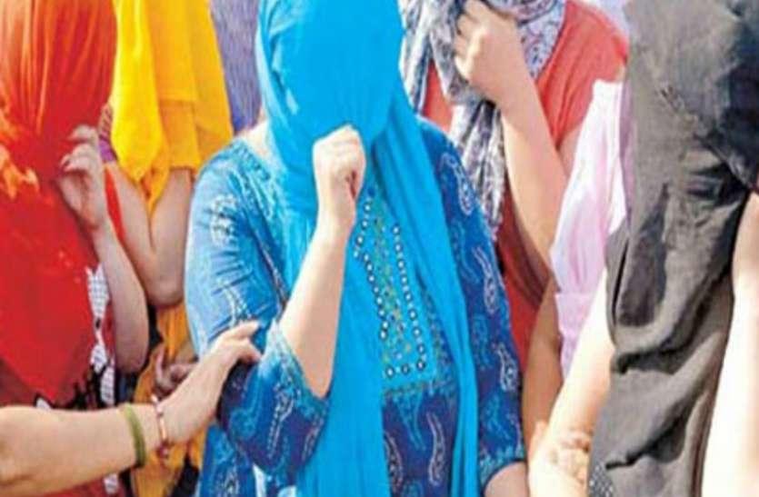 Lockdown: लॉकडाउन ने तीन महिलाओं को देह व्यापार में उतारा