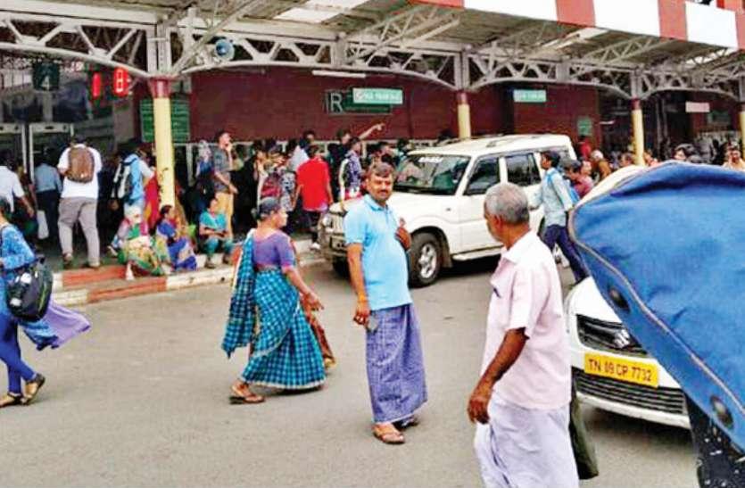 मुंह पर कालिख पोती , लूंगी पहन मोहल्ले में घूमे और टैक्सी ड्राइवर भी बने पुलिसवाले, तब गिरफ्त में आया एक शातिर अपराधी