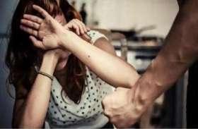 रोते हुए बोली महिला- साहब मुझे मेरे पति से बचा लो, रात को करता है घिनौना काम