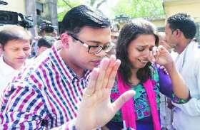 इस तेजतर्रार IAS से की थी डीएम Abhay Singh ने पहली शादी, इन विवादों से रहे चर्चा में