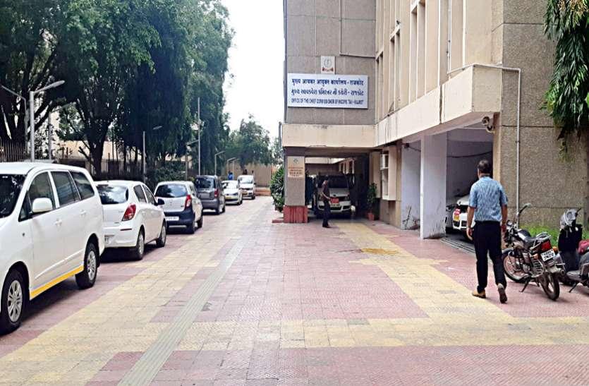आयकर अधिकारी को 30 हजार रुपए की रिश्वत लेते पकड़ा