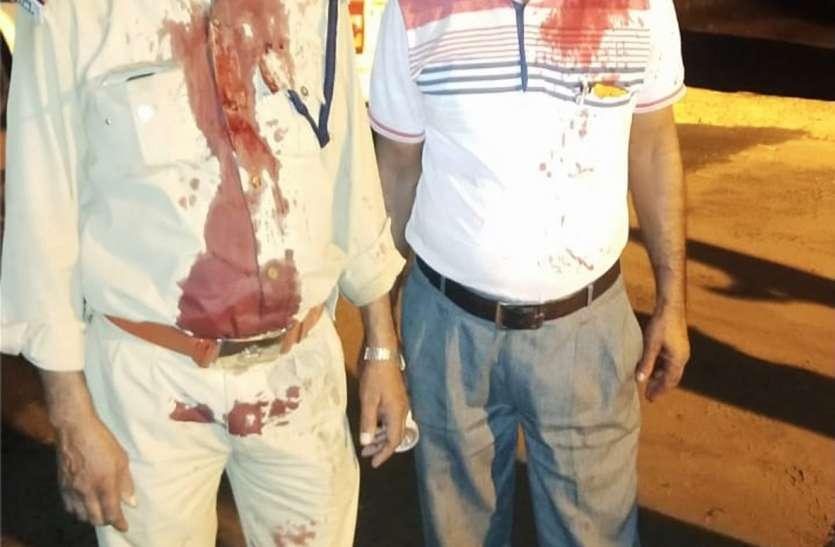सुरक्षा गार्डों पर नकाबपोशों ने किया हमला, तीन घायल