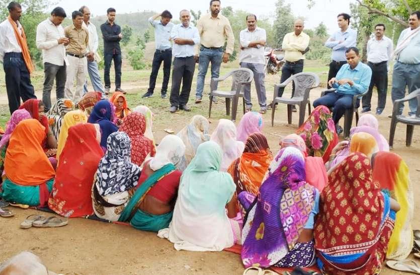 कलेक्टर ने सुनी ग्रामीणों की फरियाद, मौके पर ही कर दिया निराकरण