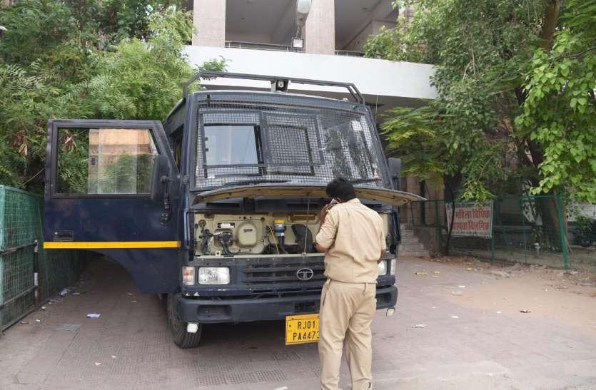 हार्डकोर आरोपी कैलाश मांजू को कोर्ट लाने वाली गाड़ी हांफने से पुलिस की फूली साँस
