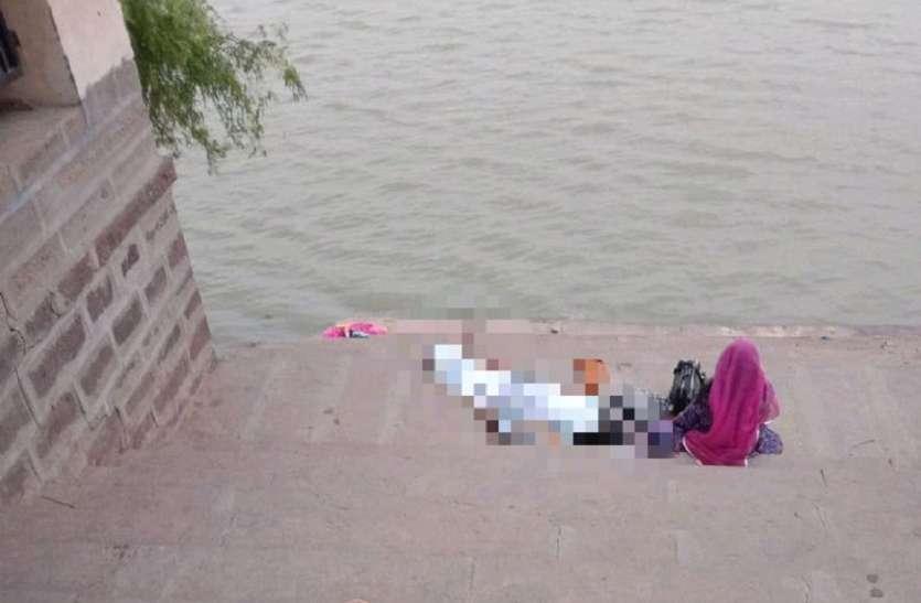 नहाकर बाहर निकले व्यक्ति की हो गई मौत,पत्नी के रो-रो कर हुए बुरे हाल
