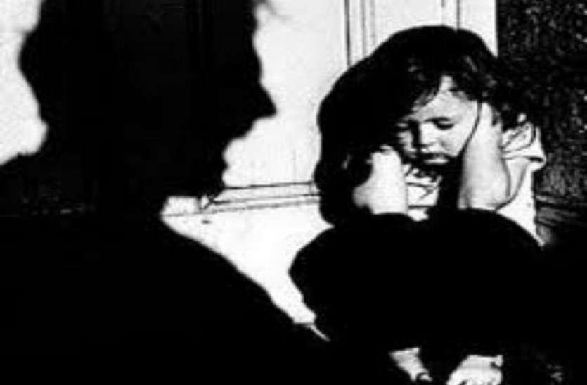 रिश्ता हुआ शर्मसार: पिता ने अपनी ढाई साल की बेटी से किया दुष्कर्म, मां ने किया विरोध तो दी जान से मारने की धमकी