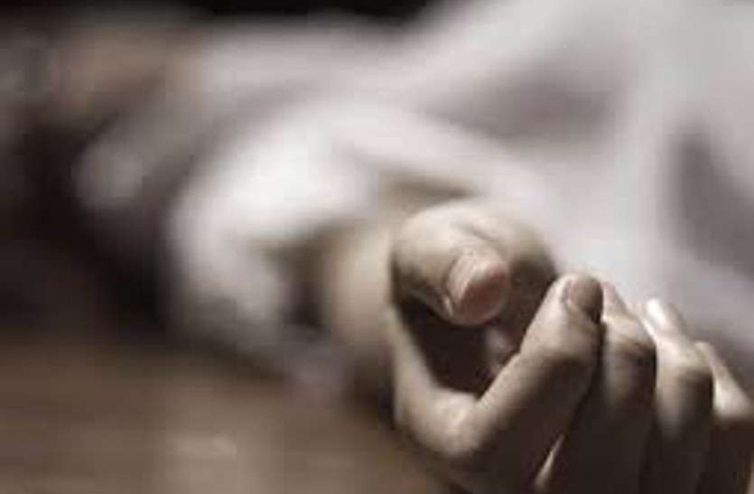 हाथ मोटा होने का अहसास हुआ तो खुल गई नींद, देखा तो साथ सोई थी काली मौत, डंडे से मार डाला लेकिन खुद भी नहीं बचा जिंदा