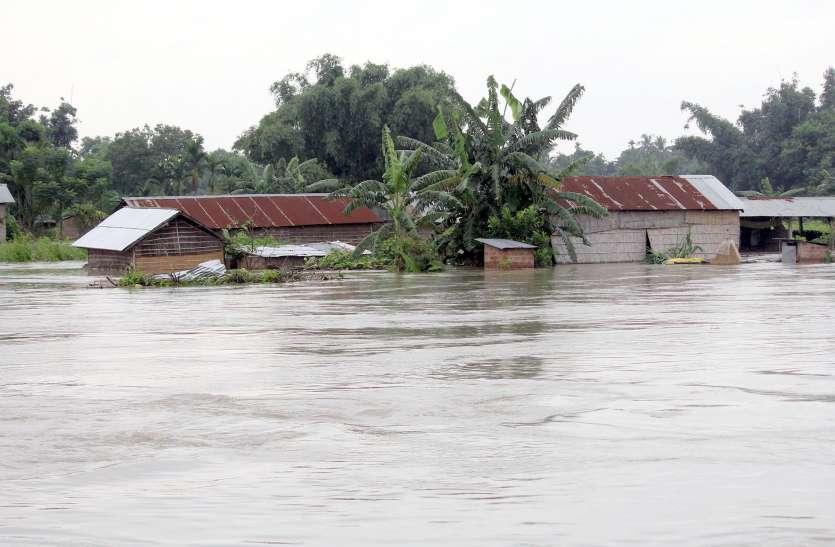 असम के 21 जिले बाढ़ की चपेट में, 8 लाख लोग प्रभावित, बराकघाटी से रेल संपर्क टूटा