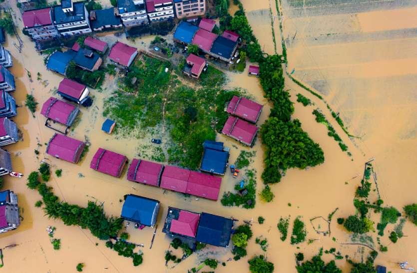 चीन में बारिश ने तोड़ा 50 सालों का रिकॉर्ड, 29 नदियों के उफान पर होने से 7 लाख लोग प्रभावित