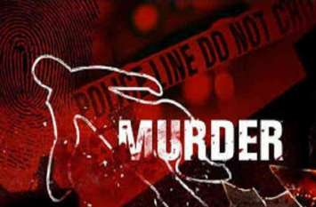 पेंड़ से लटका मिला ग्रामीण का शव, पत्नी ने लगाया हत्या का आरोप, मचा हड़कम्प