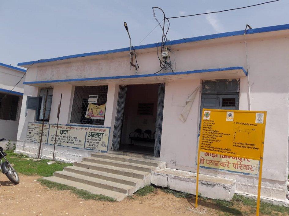 अस्पताल में डॉक्टर न होने से आधा सैकड़ा गांवों के मरीजों को नहीं मिल रहा इलाज