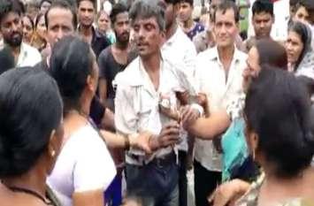 बच्ची से छेड़छाड़ के आरोप में भीड़ ने युवक को धुना