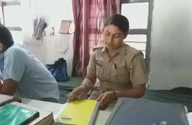 Exclusive: Khurja में रोज शाम को 6 बजे शुरू हो जाती है पुलिस वाली मैडम की क्लास, पुलिस अधिकारी भी करते हैं तारीफ- देखें वीडियो