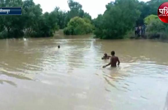 नदी में नहाने के दौरान 5 बच्चे नदी में डूबे, 4 बच्चे सुरक्षित एक बच्चे की हुयी मौत, देखें वीडियो